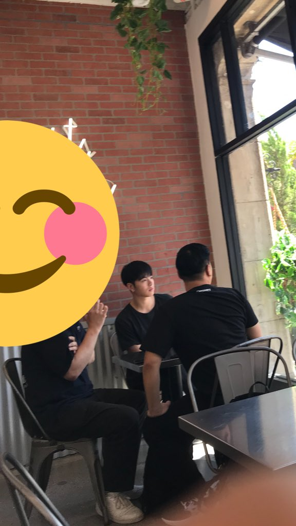 When you get bubble tea in LA and see a kpop star. See you at 88rising later Junhoe!  @YG_iKONIC #ikon #KOOJUNHOE #june<br>http://pic.twitter.com/6WW7hlXui6