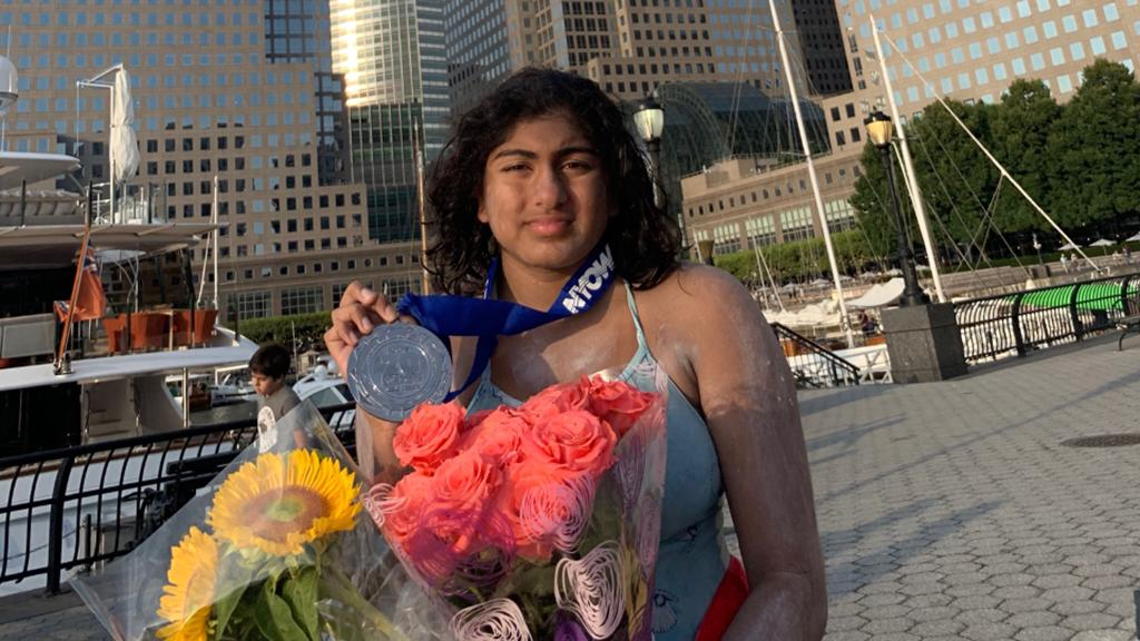 SUPER SWIMMER: An inspiring 16-year-old has just completed a 28-mile swim around Manhattan Island to raise money for charity. Find out about her cause here: cbsloc.al/30jQWKw #CBSNewYork