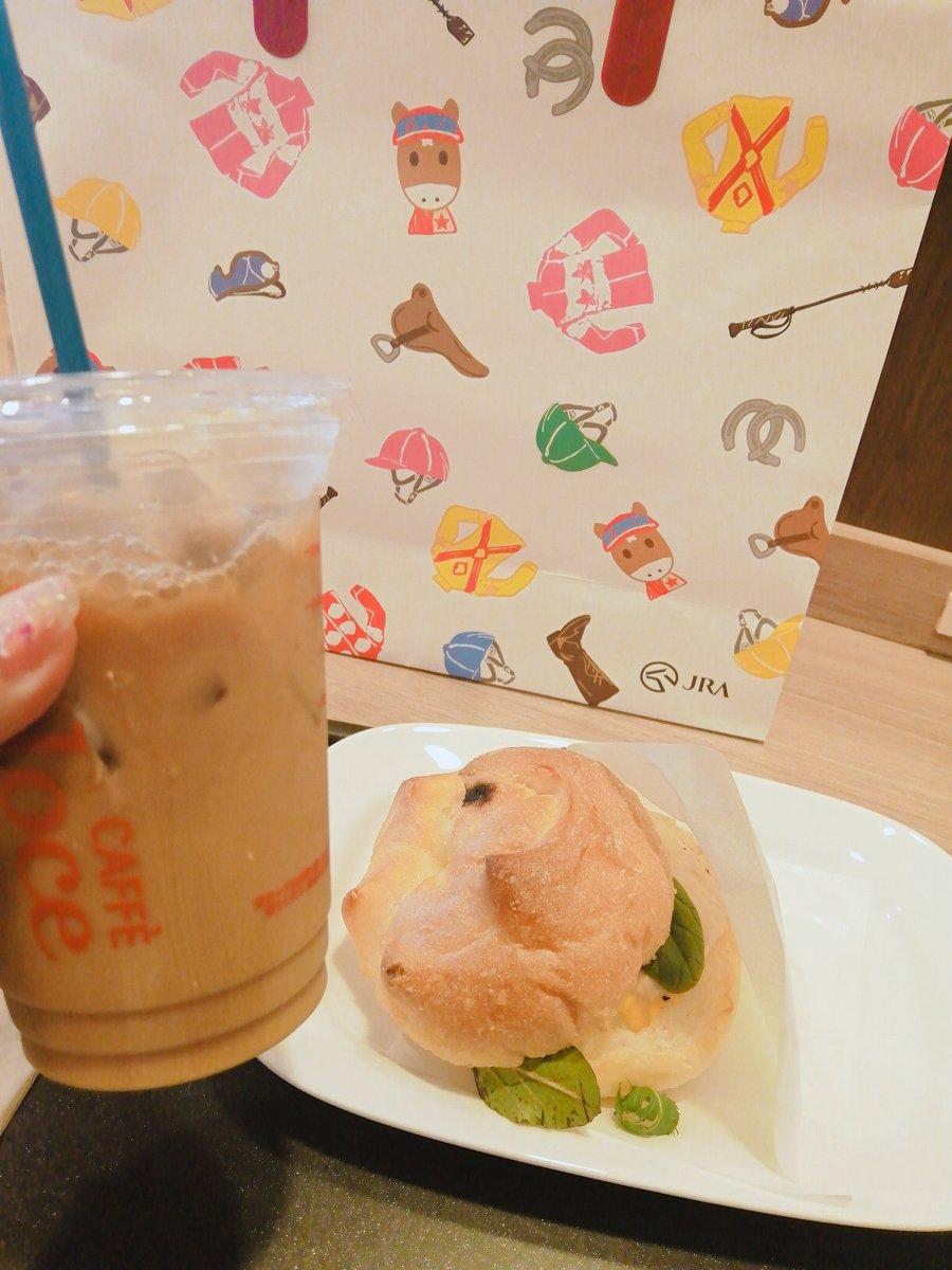 ベローチェに避難 当たったのは鼻セレブ(モーリス)でしたー!! 家にあるんだけどね、 マルチクロスはルヴァンスレーヴでした!!!#ルヴァンスレーヴ  #Cafe #モーニング #sandwich #うまうま #umajo #ウインズ新宿 #ハンカチ #競馬 #札幌記念