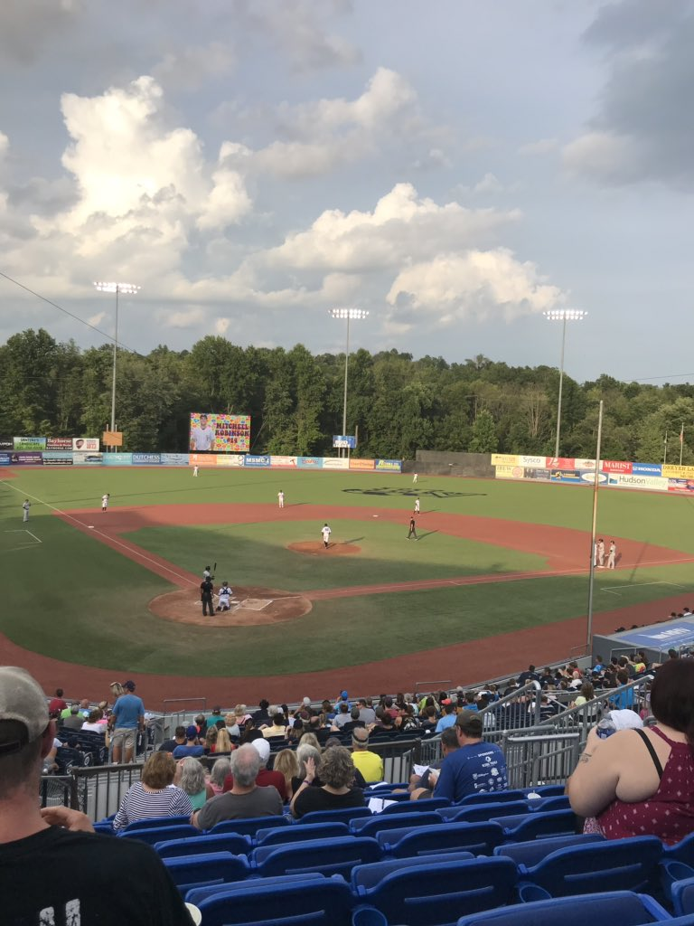Taking in a Single A game tonight. Hudson Valley Renegades (Rays) vs. the Staten Island Yankees (Yankees). https://t.co/GDrW7PGVlX