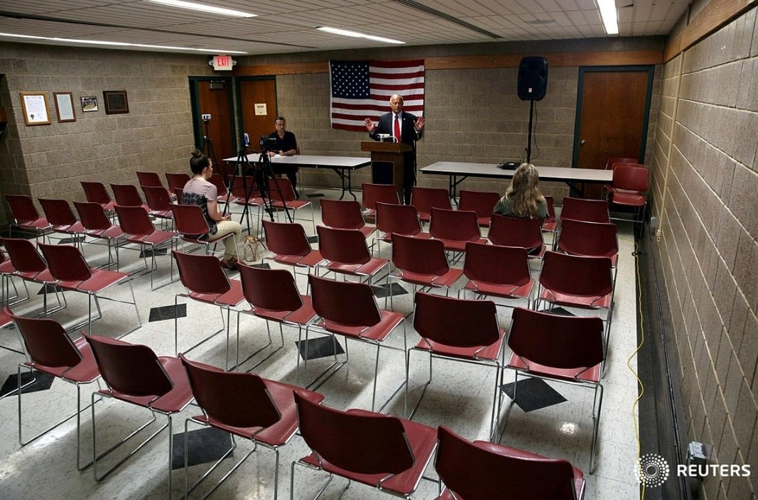 .@realDonaldTrump is STILL 😭😭😭 about the empty seats seen at his #EmptySeatMAGATour.  But he should cheer up...at least it wasn't as bad as his fellow White Supremacist's town hall.  Almost NOBODY showed up for Rep. Steve King. So cheer up, Spanky McEmptyseats.