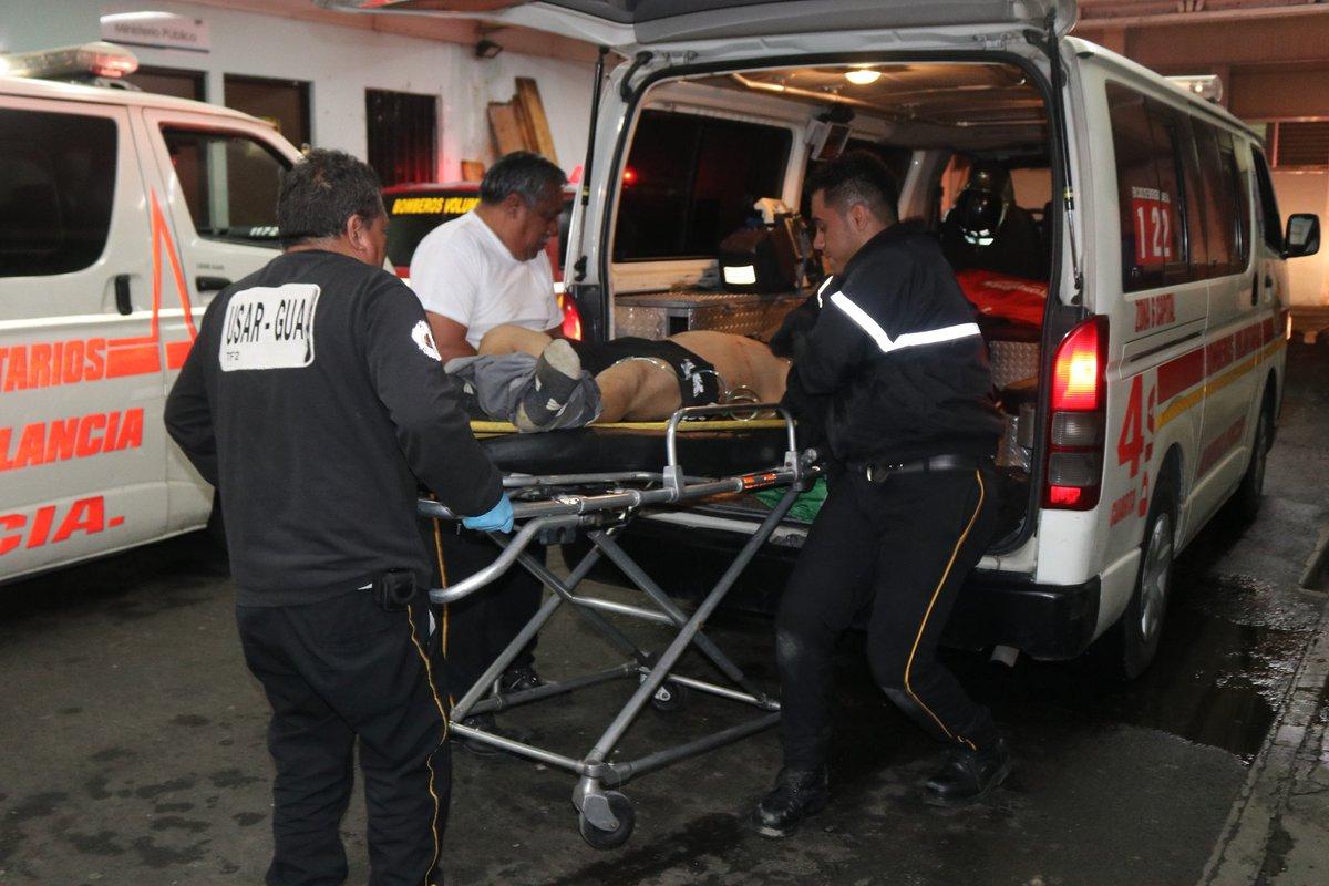 #EMERGENCIASCBV122 🚨 Ataque Armado 🚨 @BVoluntariosGT de la 4a Cía fueron destacados al Asentamiento La Candelaria zona 18, estabilizados son trasladados 2 hombres los cuales presentaban heridas de arma de fuego en distintas partes del cuerpo