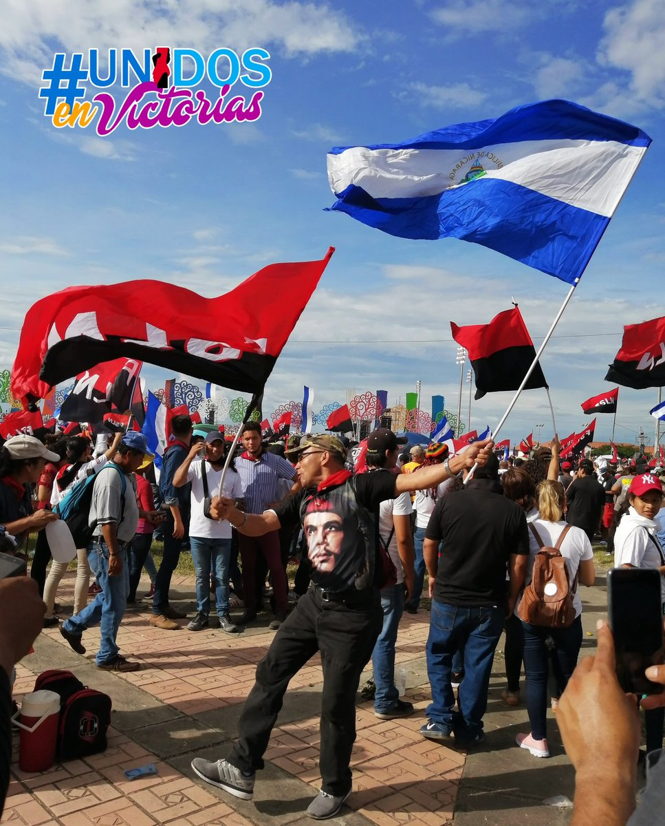 Y que bella es la bandera azul, blanco y azul 🇳🇮 cuando está a la par de la rojinegra. Soy una nicaragüense enamorada de esta Patria linda siempre en Paz! Viva mi Nicaragua Libre! #UnidosEnVictorias #TodosSomosPatria