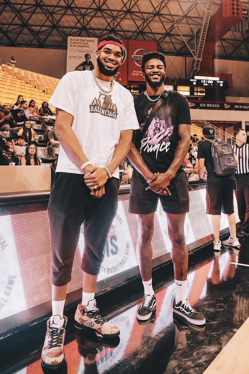 The crew out in LBC for @1jordanbell's Charity Game benefitting @RacetoEraseMS 🐺 Sorry, we don't have @KarlTowns' @BALENCIAGA t-shirt at the team store. 😂 📸» @ChuckyAnthony