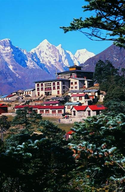 #TengbocheMonastery is one of the most famous monasteries of #Nepal, probably because of its unrivalled backdrop of Mount Ama Dablam. It is the leading Buddhist centre in the #Khumbu with a residing Rinpoche who blesses pilgrims, mountaineers and travellers to the area.