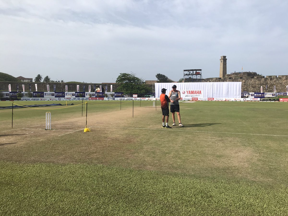 The coaches have a chat before day 5 in Galle. Sri Lanka require 135 more to win with all 10 wickets in hand. The sun is out & it's getting hot! 9:45am start time #SLvNZ #WTC21