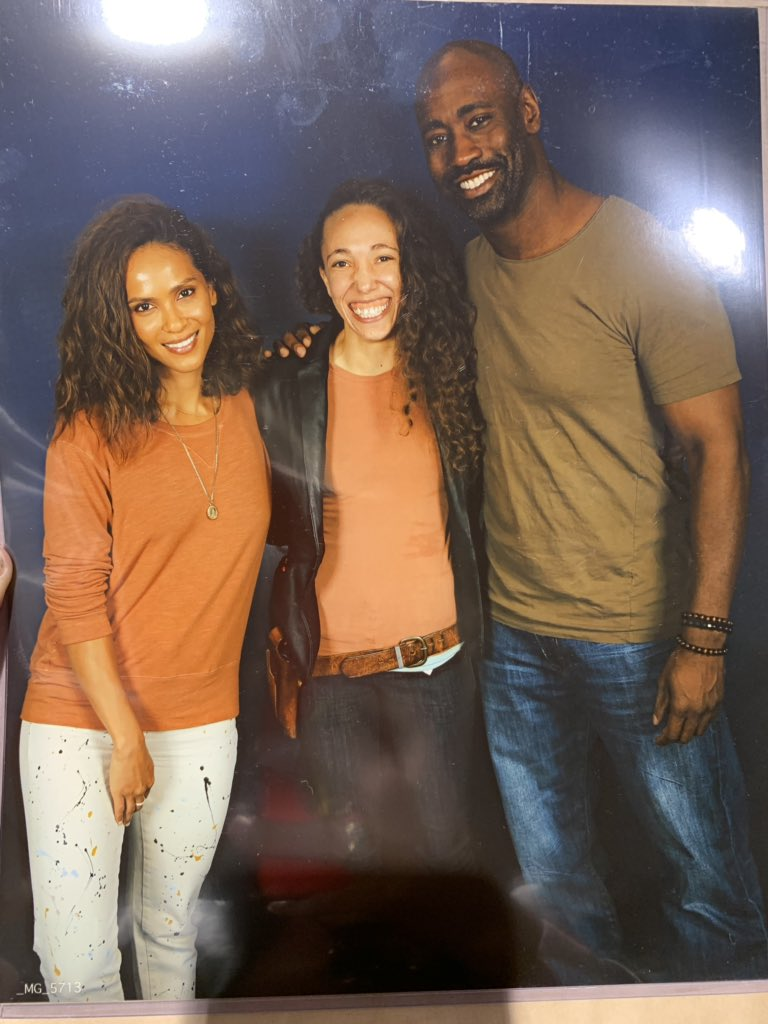1. @LesleyAnnBrandt reminds me of one of my aunties. I'm pretty sure we're related.  2. Right before this pic, @dbwofficial gave me a very pleasant hello. My hair responded for me. Pretty sure he got a mouthful of coconut oil and Cantu cream.  3. Look at my gums!!   #LuciCon<br>http://pic.twitter.com/eejeCvvyWm