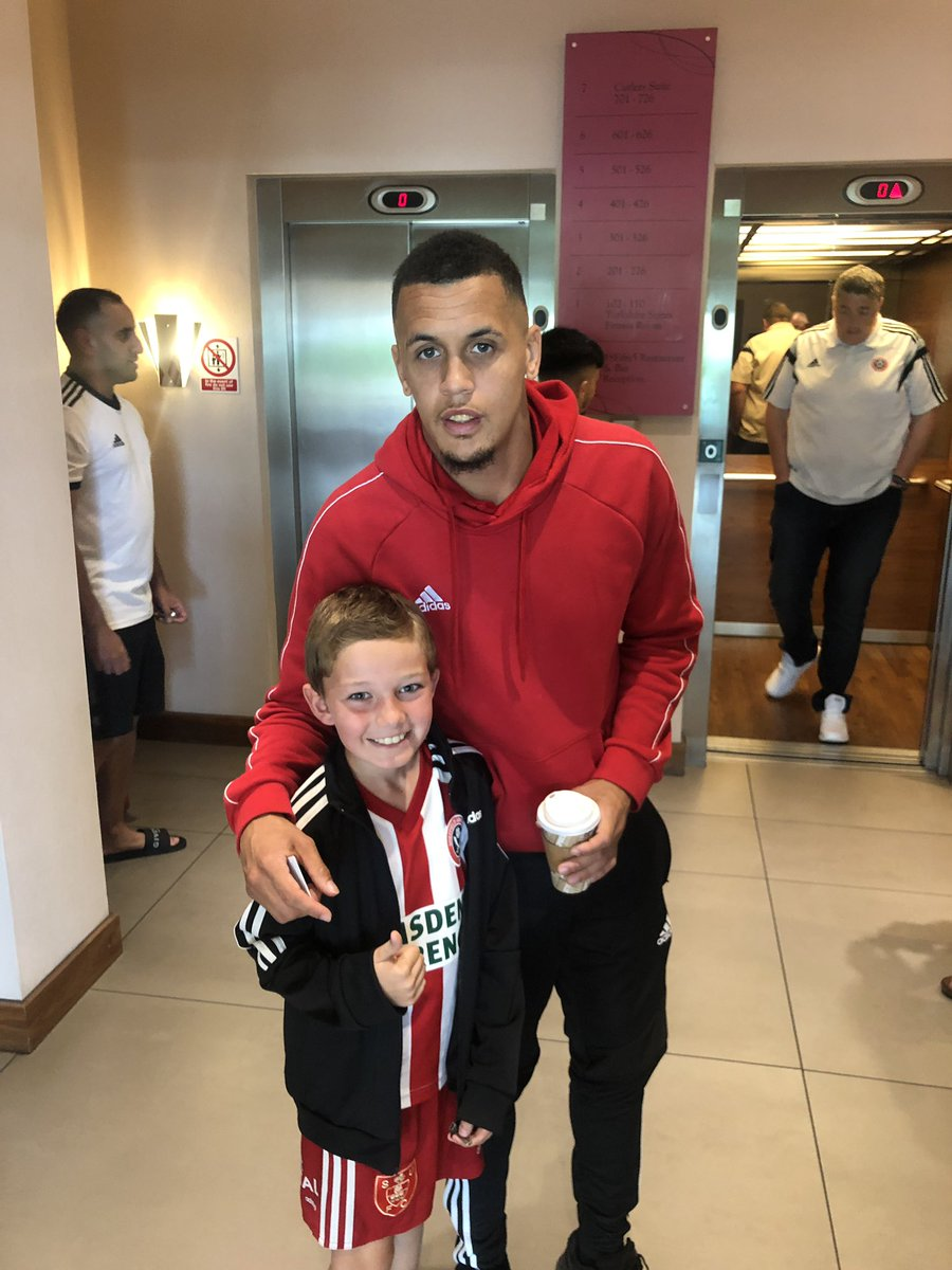 Top man @morrisonravel having photo wi Elmo just now!! Made his day has that. #twitterblades #SUFC<br>http://pic.twitter.com/aChodeg1fc