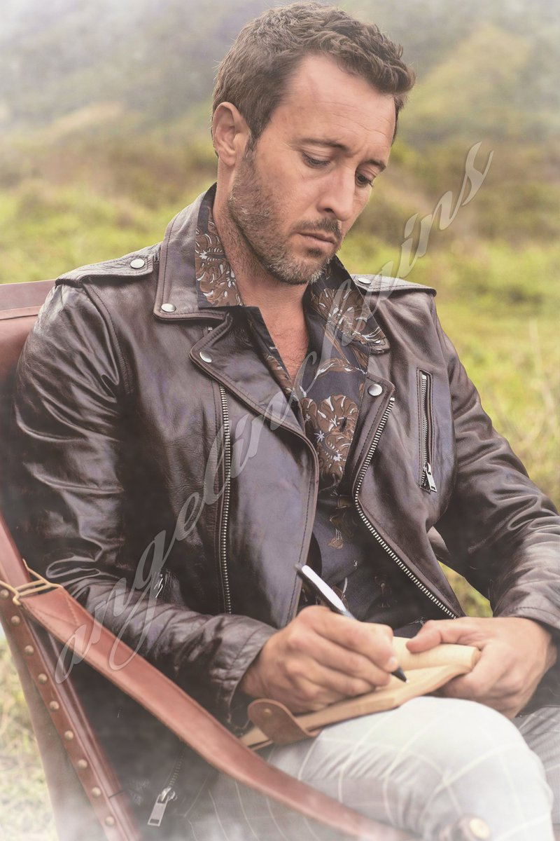 Happy Sunday, guys! Here's another unpublished outtake of #AlexOloughlin's most popular photoshoot.  #H50<br>http://pic.twitter.com/U5LhrWhX17