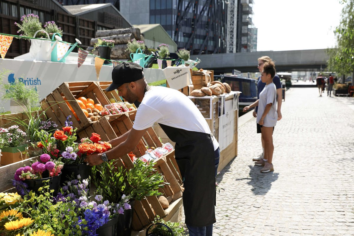 Have a browse around Paddingtons Floating Market today.Music, food and stalls. ow.ly/S4ju30pn596