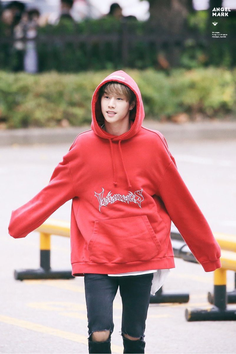 𝗧-𝟭𝟴: 𝗖𝘂𝘁𝗲 𝘃𝘀 𝗦𝗲𝘅𝘆  Nope, no contest: I love Mark in ALL his forms.  You can't make me choose. It's called unconditional love for a reason.   #HeMadeHisMARK   #WeLoveYouMarkTuan   #MarkTuan #마크 #段宜恩   #GOT7 #갓세븐  @GOT7Official <br>http://pic.twitter.com/AMU6BwWCfv