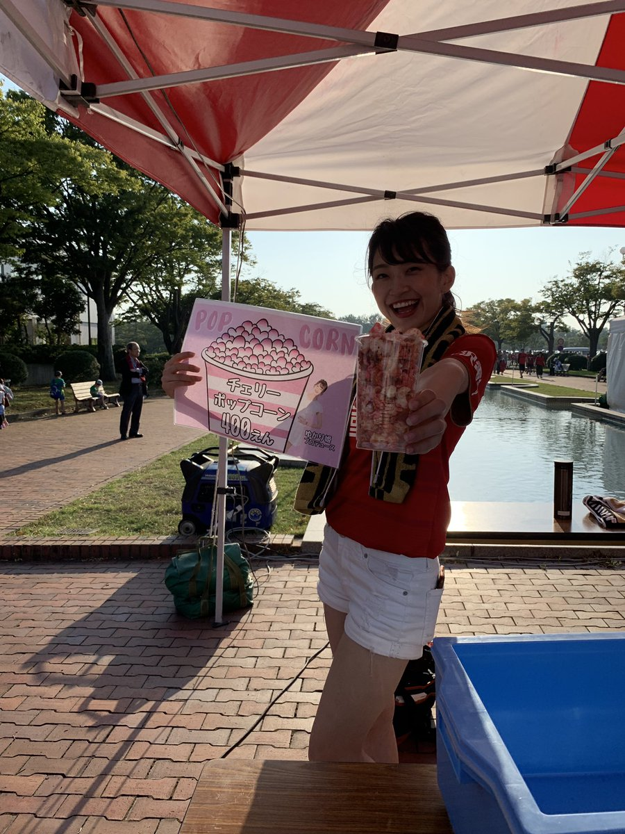 ゆかり姫👑ありがとうございます! ポップコーン美味しかったです✨ かがやきのPVロケ地でゆかり姫が一番、福井に来ていて嬉しかったです。 ハピリンでライブ来てくれて感無量です。是非とも福井のテレビ局にライブの宣伝に来てください❣️ #ゆかり姫 #美脚姫 #ツエーゲンガール #かがやき #ライブ https://t.co/Yr7EFZjwfi