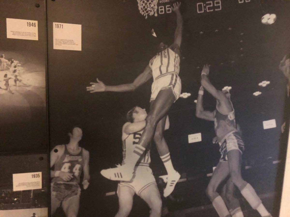 Lakers vs Cincinnati Royals 1971 in Toronto. Who we got?