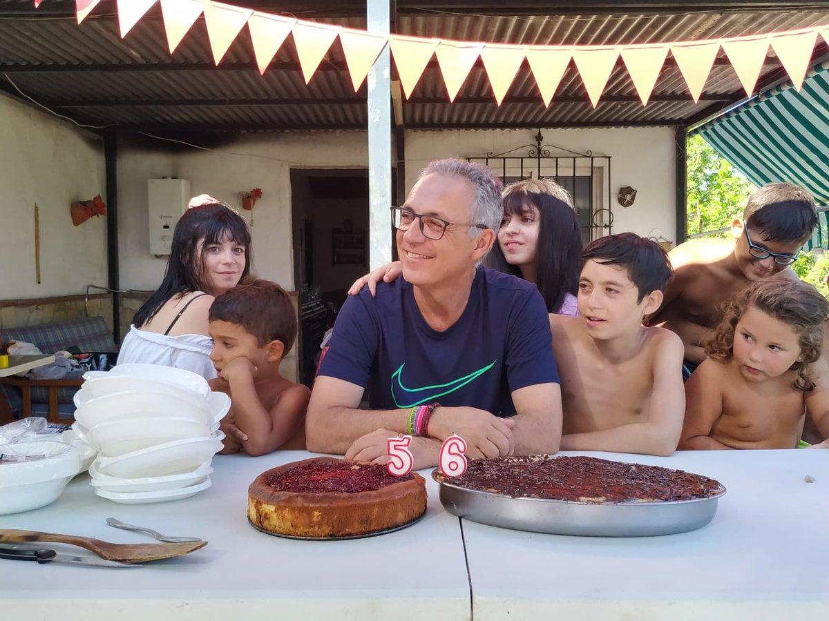 Muchísimas felicidades a nuestro secretario general. Desde el PSOE de Algeciras esperamos que pase un día maravilloso con su familia y amigxs.   #FelizCumpleaños