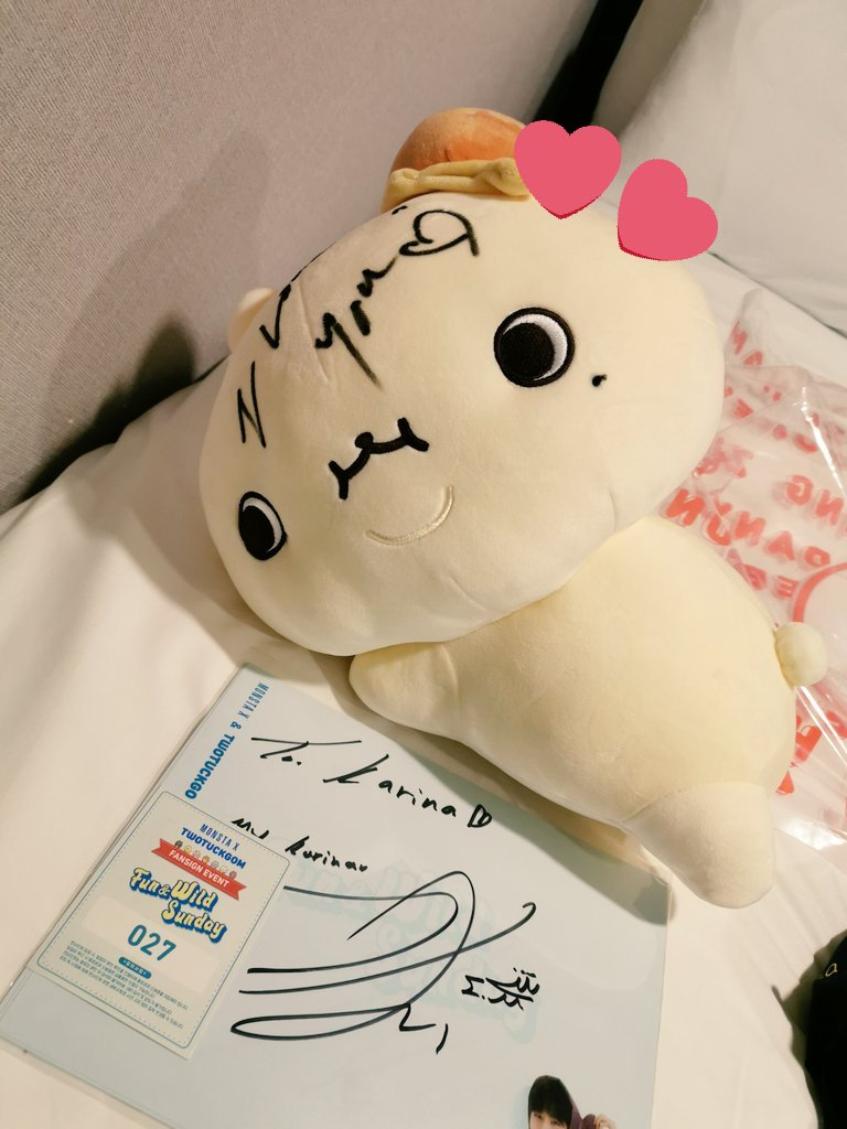 came home from fansign with this baby  thankyou joohoney!! #TWOTUCKGOM<br>http://pic.twitter.com/hbWl4e7LKl