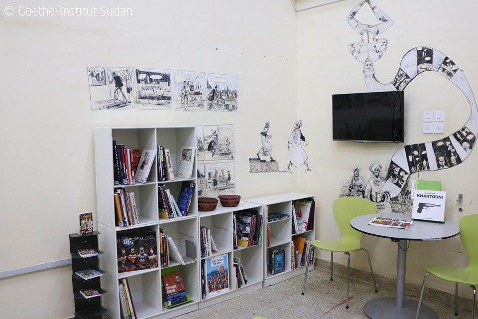 يا جماعةً ممكن زول يوصلني بالبشمهمدس. عاوز العلم دا يكون اول جزء من مقتنيات سوف نبداء بجمعها لتكون جزء من ارشيف و مكتبة الخرطوم للفن و التصميم. مشروع اعمل عليه مع @mohamadain و @impacthub #Sudan الخطوة الأولي للمشروع هي مكتبة لكتب الفن و الكوميكس موجودة الان في Sudan# #goethe twitter.com/mohamadain/sta…