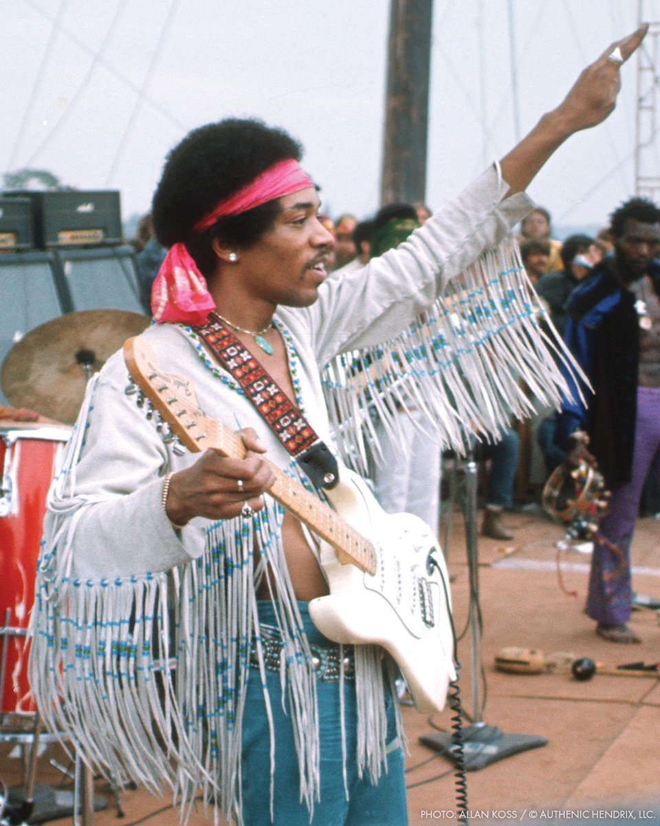Fender On Twitter Jimi Hendrix Took To The Stage With Izabella When He Played His Searing Performance Of The Star Spangled Banner At The Woodstock Festival 50 Years Ago Today Our Fender Custom