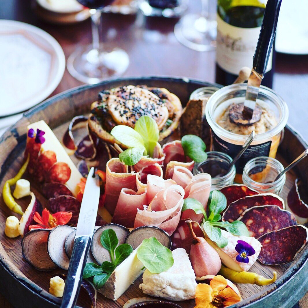 Sharing platters at @Lescargot_Bar are pretty spectacular 🍷😍🧀 🐌   #hiddengems #edinburghswestend #edinburghwows #edinburgh