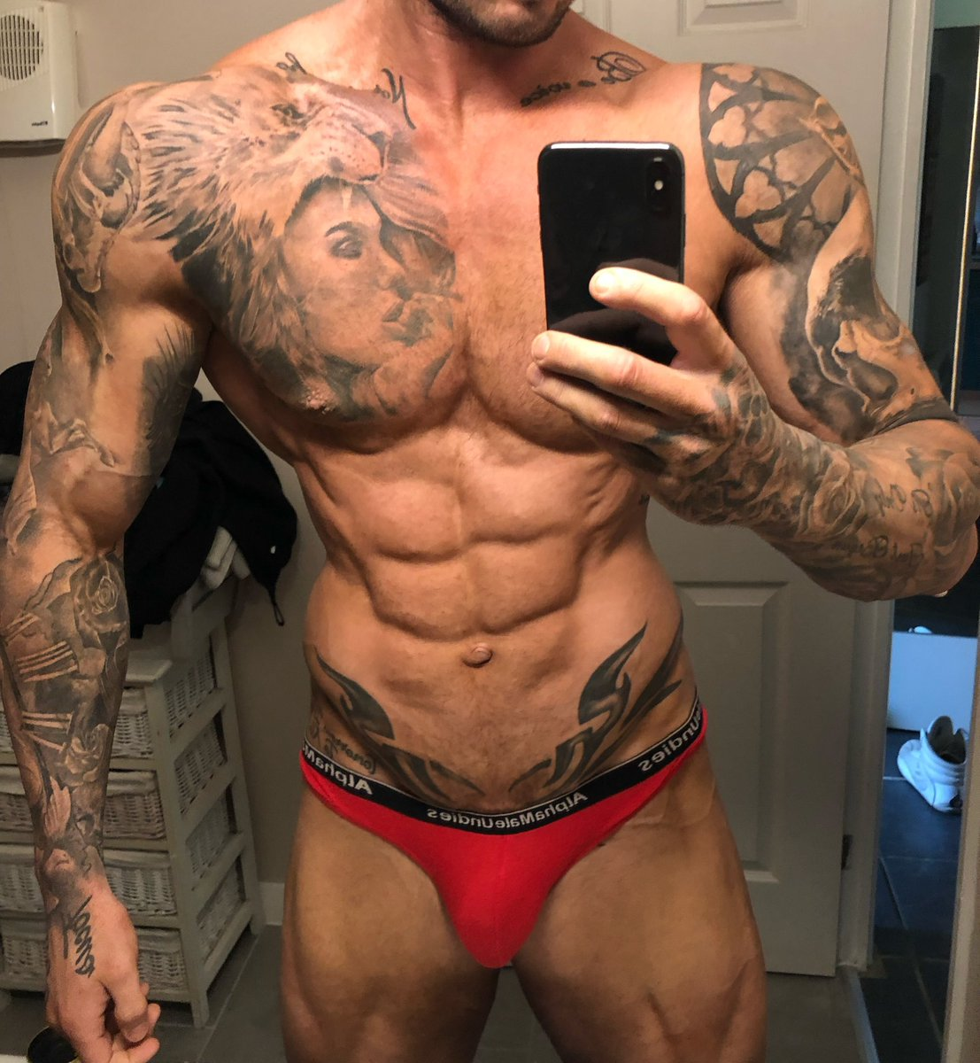 3 weeks out!! Getting leaner and still sitting at 103kg <br>http://pic.twitter.com/n98az9VuBg