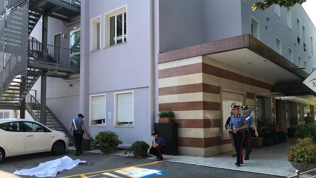 Tragedia a Padova, si uccide gettandosi dall'hotel...