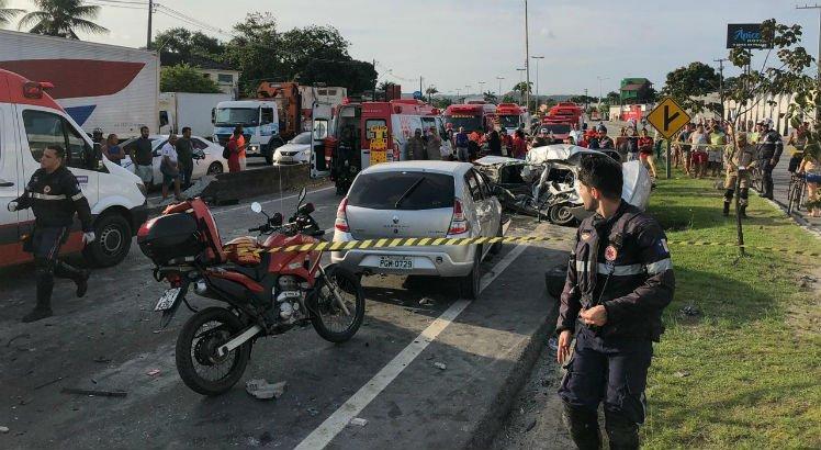 Caminhoneiro envolvido em acidente na BR-101 é autuado por homicídio culposo