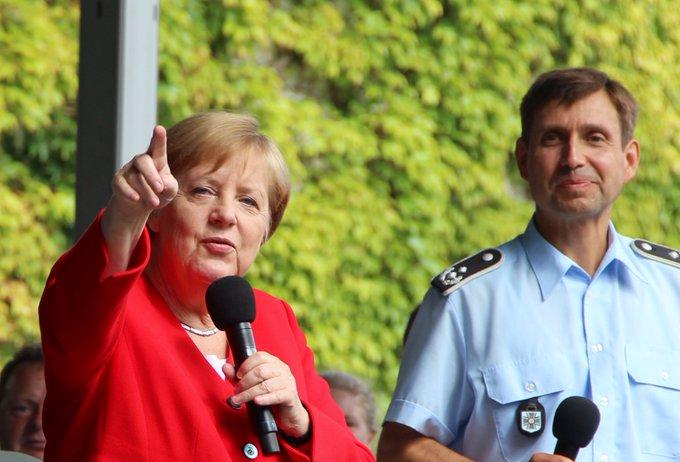 """Rambazamba, Samba!"" Eine fröhliche Bundeskanzle"