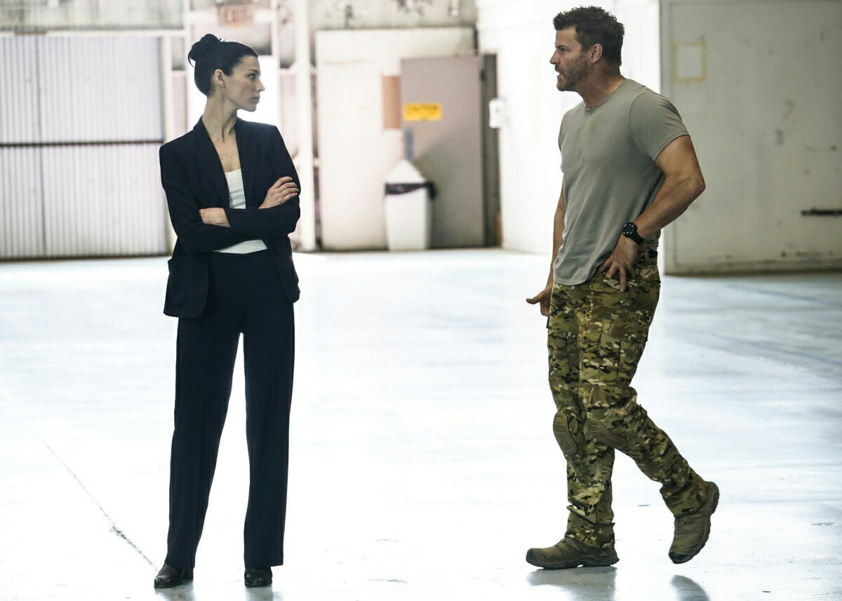 """""""I have never seen anyone adapt so effortlessly on the battlefield. You can do that off the field, too. You just have to decide to""""  #SEALteam<br>http://pic.twitter.com/Rx7zF7fYAo"""