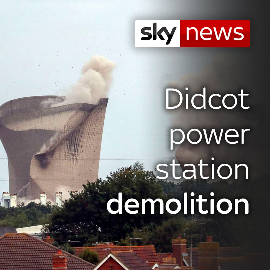 Moments after the remains of Didcot power station were demolished, overhead powers cables short out in a bright flash. 40,000 homes in the area were left without power. More on this story here: po.st/PoUWMN