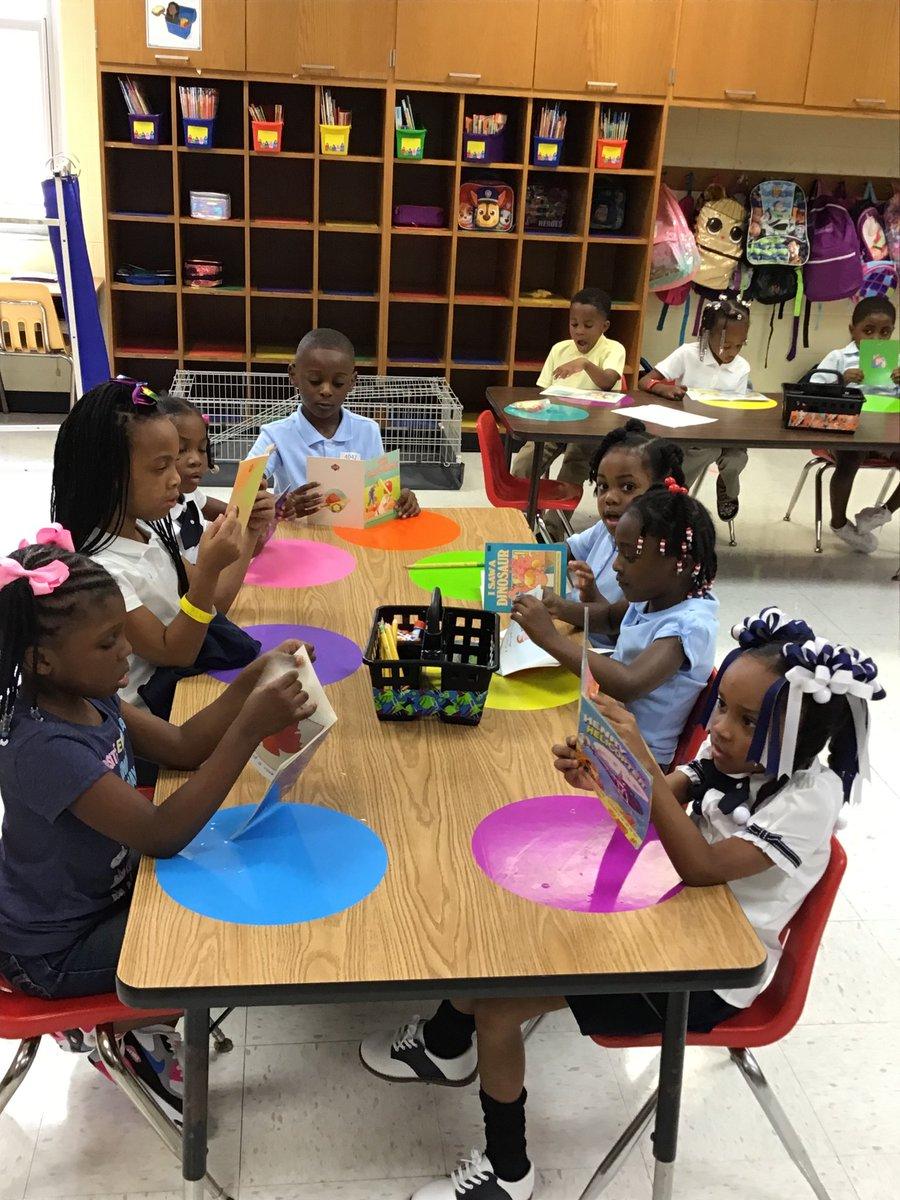 We got this. Literacy rotation is a breeze. #KinderGreatness @LTNolanOwls @WeAreNolanOwls<br>http://pic.twitter.com/exU0nxGuIQ