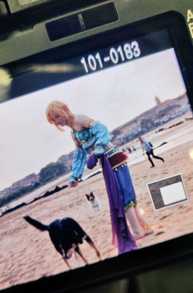 I found these two behind the scenes pics of my gerudo Link photoshoot  Do you want to see more photos of this shoot? <br>http://pic.twitter.com/0fcLcbAA5C