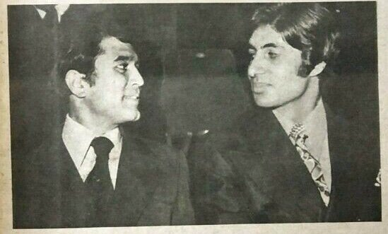 Anand duo Rajesh Khanna and Amitabh Bachchan at 18th Filmfare awards in 1971. #rajeshkhanna #amitabhbachchan #superstars #bollywoodflashback  @SrBachchan @mrsfunnybones @juniorbachchan @filmfare<br>http://pic.twitter.com/hPqaXqzKTK