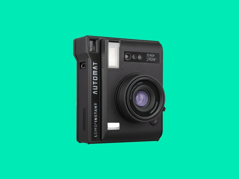 Despite nearly dying off a decade ago, instant photo printing has come roaring back. Here's some of the best instant cameras you can buy:https://wired.trib.al/vn68r0u