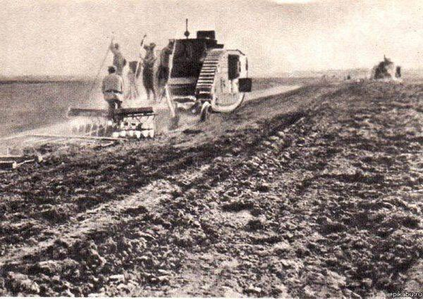 Swords to ploughshares: British tank used as a tractor in 1920s Russia (it was supplied to the White forces during the Civil War and taken over by the Reds) <br>http://pic.twitter.com/4qtQoA6Ypy