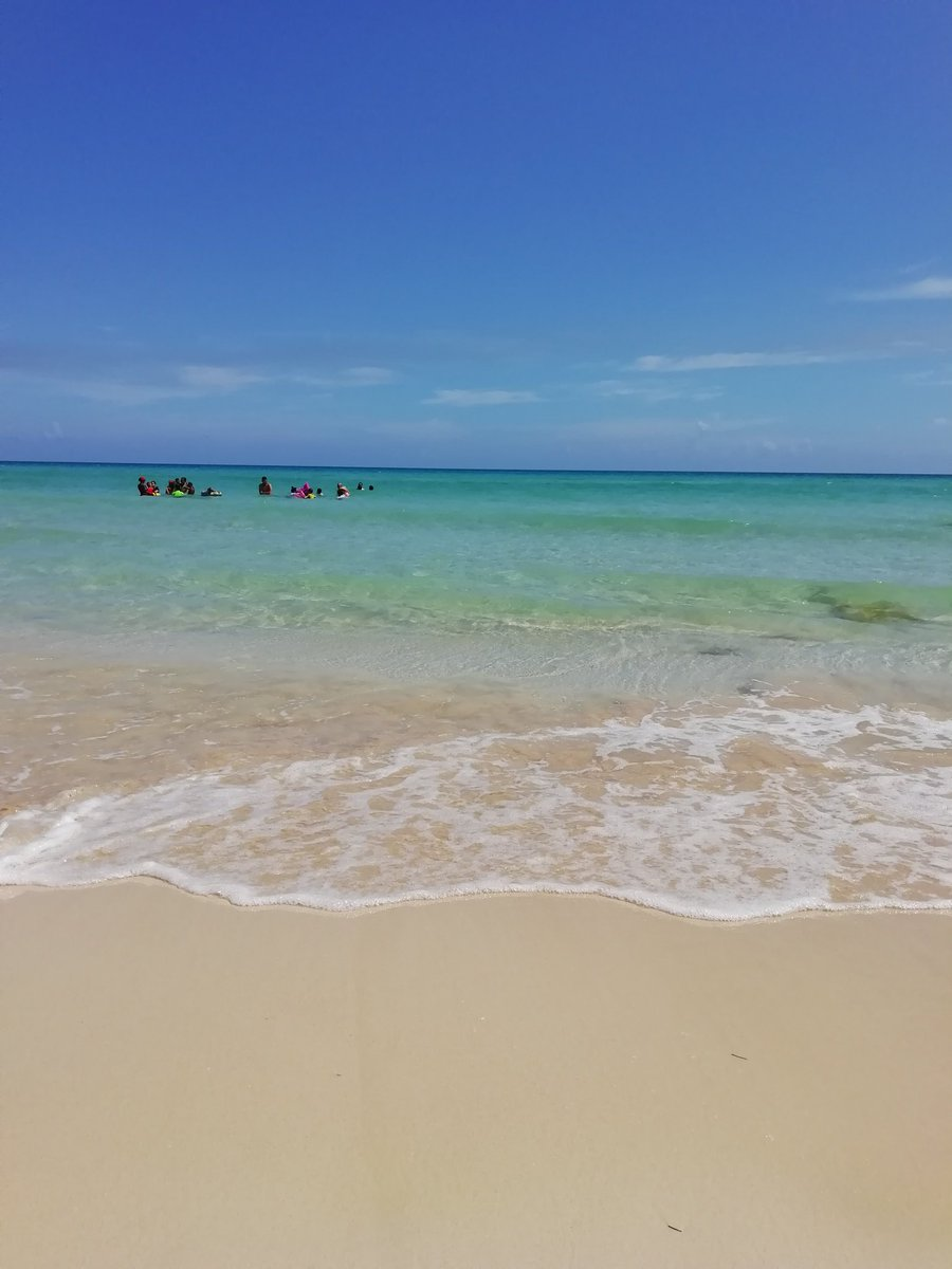@ana_alicia_m @Frankcubarp @SaraSanchezD @ErnestoGlezGarc @AleLRoss198 @alejandrasuart4 @WendyBrea @YesikaArreaza @SofiaJimnezMar1 @RodrigoFerGz Disfrutar en familia de las playas de mi #CubaIslaBella!! #Verano2019 Vívelo!! #SomosCuba