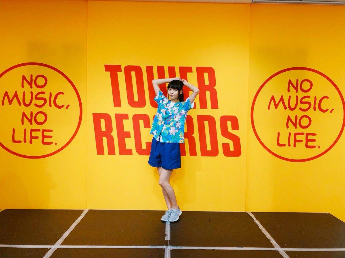 「タワーレコード静岡店さんで大三角関係(゚ω゚)」ー アメブロを更新うなです(゚ω゚)#寺嶋由芙#恋の大三角関係
