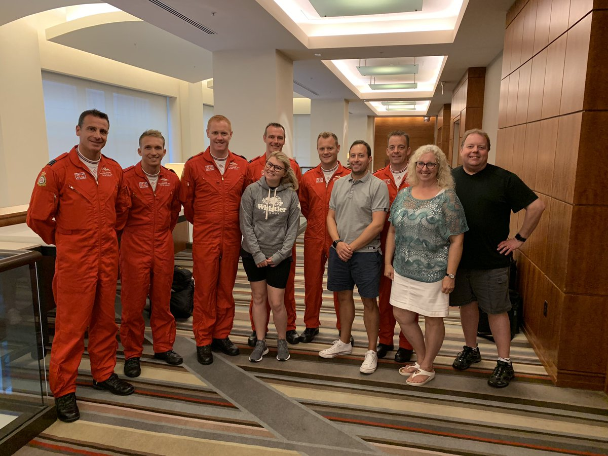 What an absolute privilege to be invited to attend the debrief of yesterday's @rafredarrows display at #chicagoairandwatershow Thanks to all the team. Fingers crossed for an improvement to the weather here so we can get to see their amazing display today.
