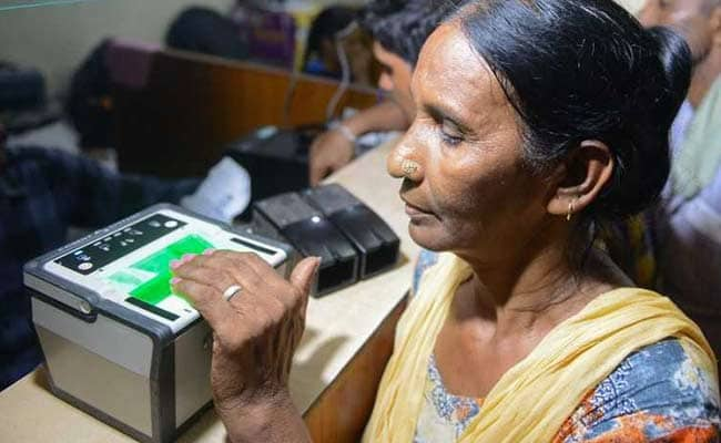To use Aadhaar to clean voters' list, election body seeks legal power  https://www. ndtv.com/india-news/to- use-aadhaar-to-clean-voters-list-election-commission-ec-seeks-legal-power-2086832  … <br>http://pic.twitter.com/Af7y34IMPe