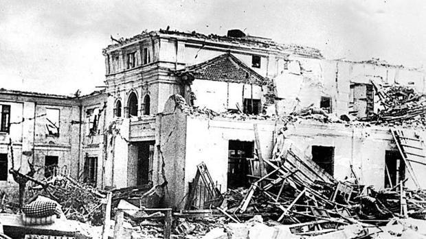 Aniversario de la Explosión de Cádiz de 1947 Cádiz arde por los cuatro costados antonioburgos.com/memorias/1997/…