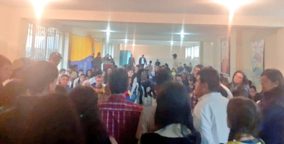 En #Mérida acompañamos Campamento Formativo y Productivo de la @OBEVenezuela, que se desarrolla en la E.T.A.R.Z. Mistaja, donde conversamos sobre el papel de la Organización Juvenil y los Retos que como Generación tenemos con el Futuro de la Patria junto al Pdte. @NicolasMaduro🇻🇪