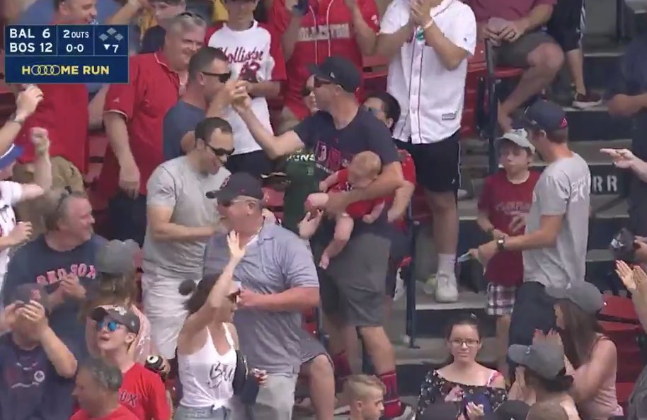 What a special moment. The dad of Rafael Devers' best friend ended up with that home run ball. Can't script this stuff pic.twitter.com/Xr0ezC7Nwx