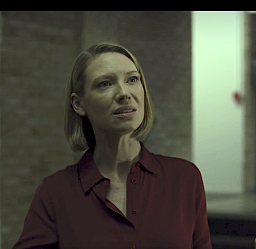 Dr. Wendy Carr (Anna Torv) totally gives me Amy Dunne (Rosamund Pike, Gone Girl) vibes in #Mindhunter season 2. Same icy cold toughness.<br>http://pic.twitter.com/uPWD0FZX0v
