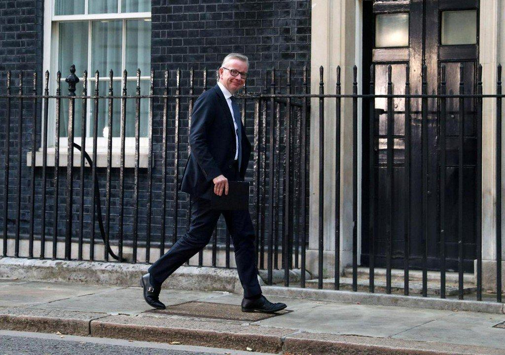 Gove: No-deal Brexit will mean bumps in the road reuters.com/article/uk-bri…