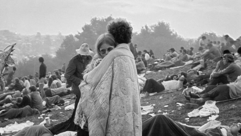 Un 18 de agosto, pero de 1969,  #Woodstock llegaba a su fin. El último en presentarse fue Jimi Hendrix. Aquí, 10 canciones (y videos) del mítico festival:  http://bit.ly/2KRRyAj