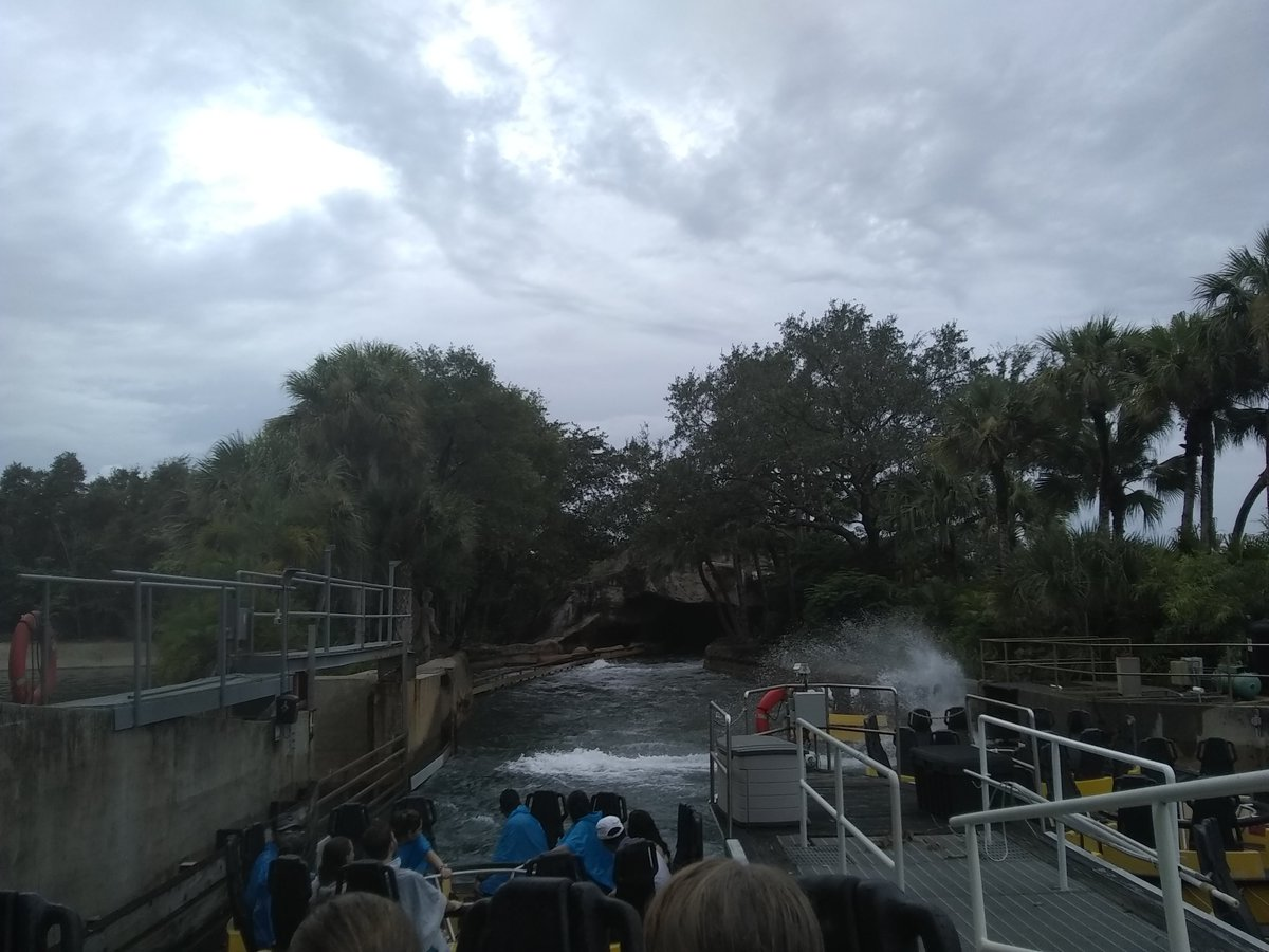 She had a great birthday at Busch Gardens yesterday and as we sat here after the water ride I noticed a family Dollar store out to the right in the middle of the Safari  Can't see in this pic though. <br>http://pic.twitter.com/Vk2ilINzqt