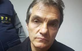 "RT @JoseCardenas1: Juez libera a Carlos Ahumada por ""lo absurdo del caso"" https://t.co/0YDXkp2yjX https://t.co/HvHsNofPGv"