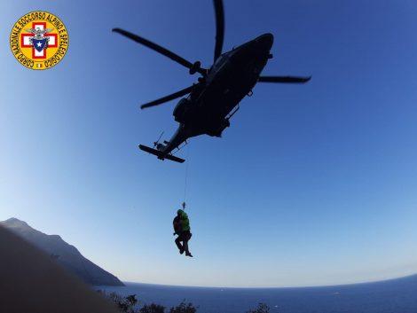 Turista disidratato allo Zingaro, salvato dagli uomini del soccorso alpino (FOTO) - https://t.co/Uz7xyaXzUa #blogsicilianotizie