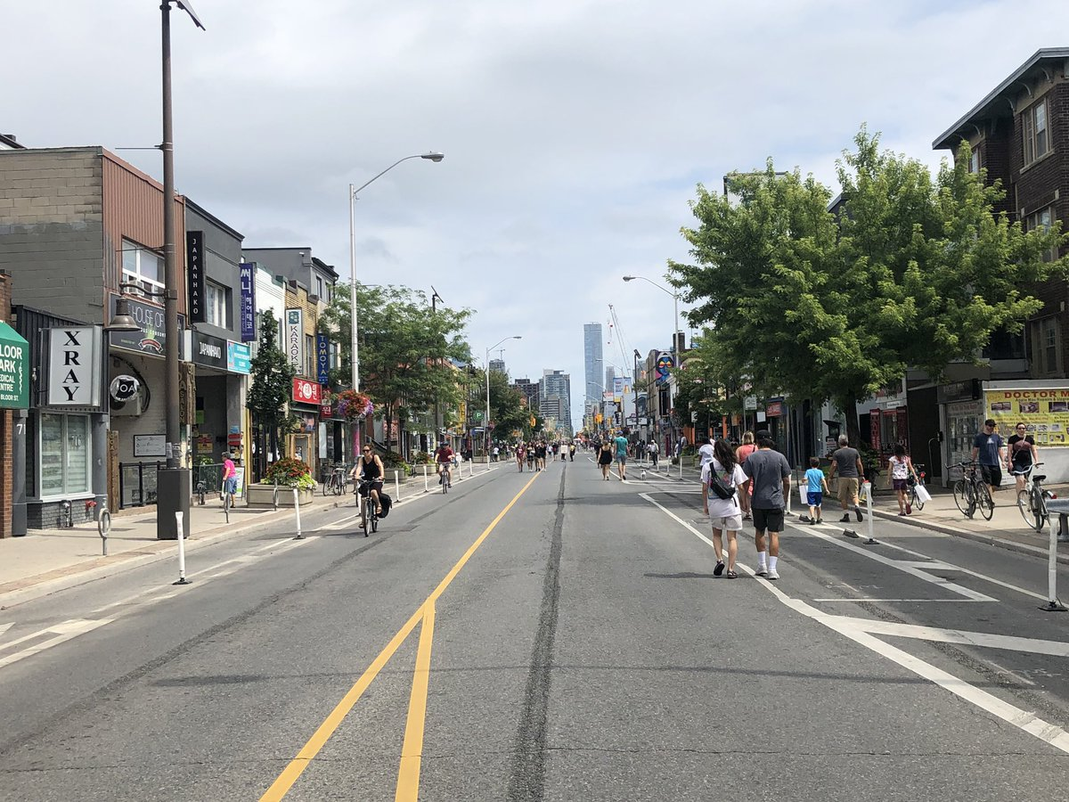 #OpenStreetsTO offers a vision of the city where you don't have to worry about getting killed crossing the street. It really takes the edge off. <br>http://pic.twitter.com/taiU6BecEo