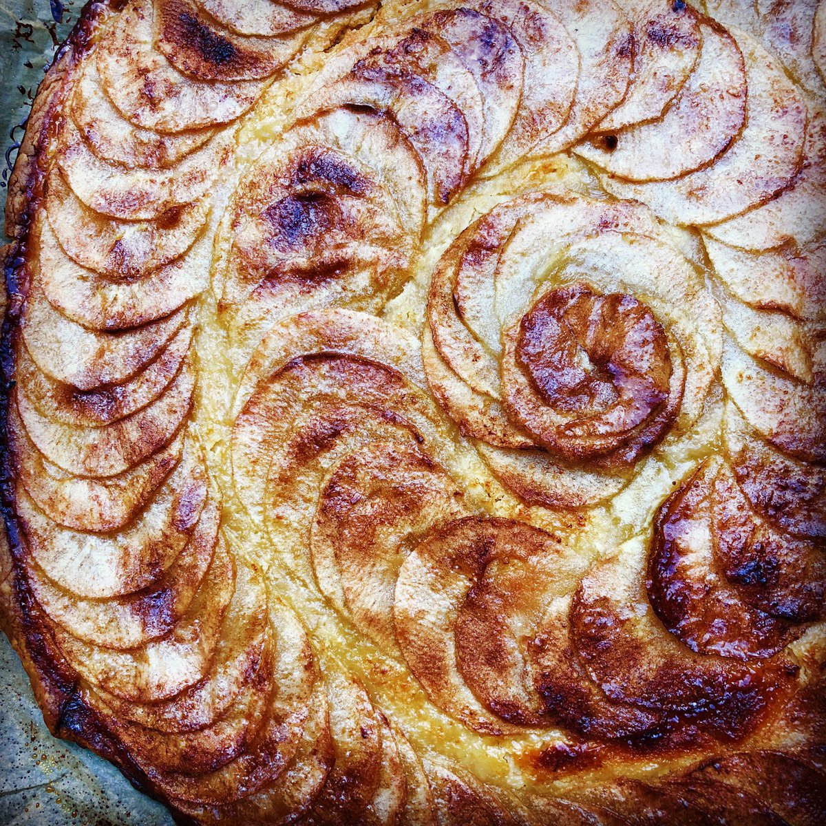 Pudding after roast lamb tonight. I know it's summer. My body wants autumn. Huge tarte fine aux pommes <br>http://pic.twitter.com/b70Hknjhky