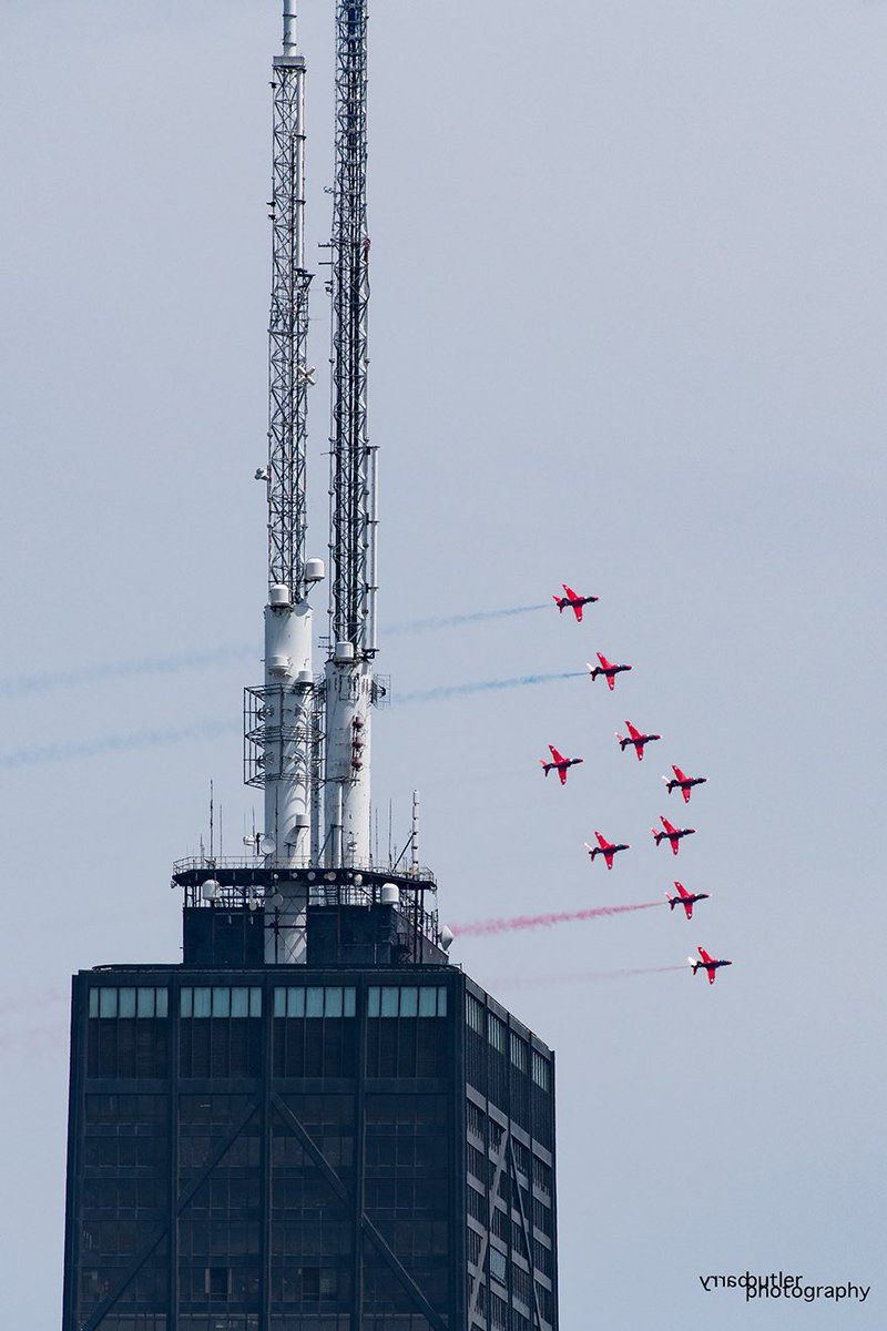 The Royal Air Force Red Arrows in formation over Chicagos Hancock Building. #news #airshow #chicago @ChicagoDCASE