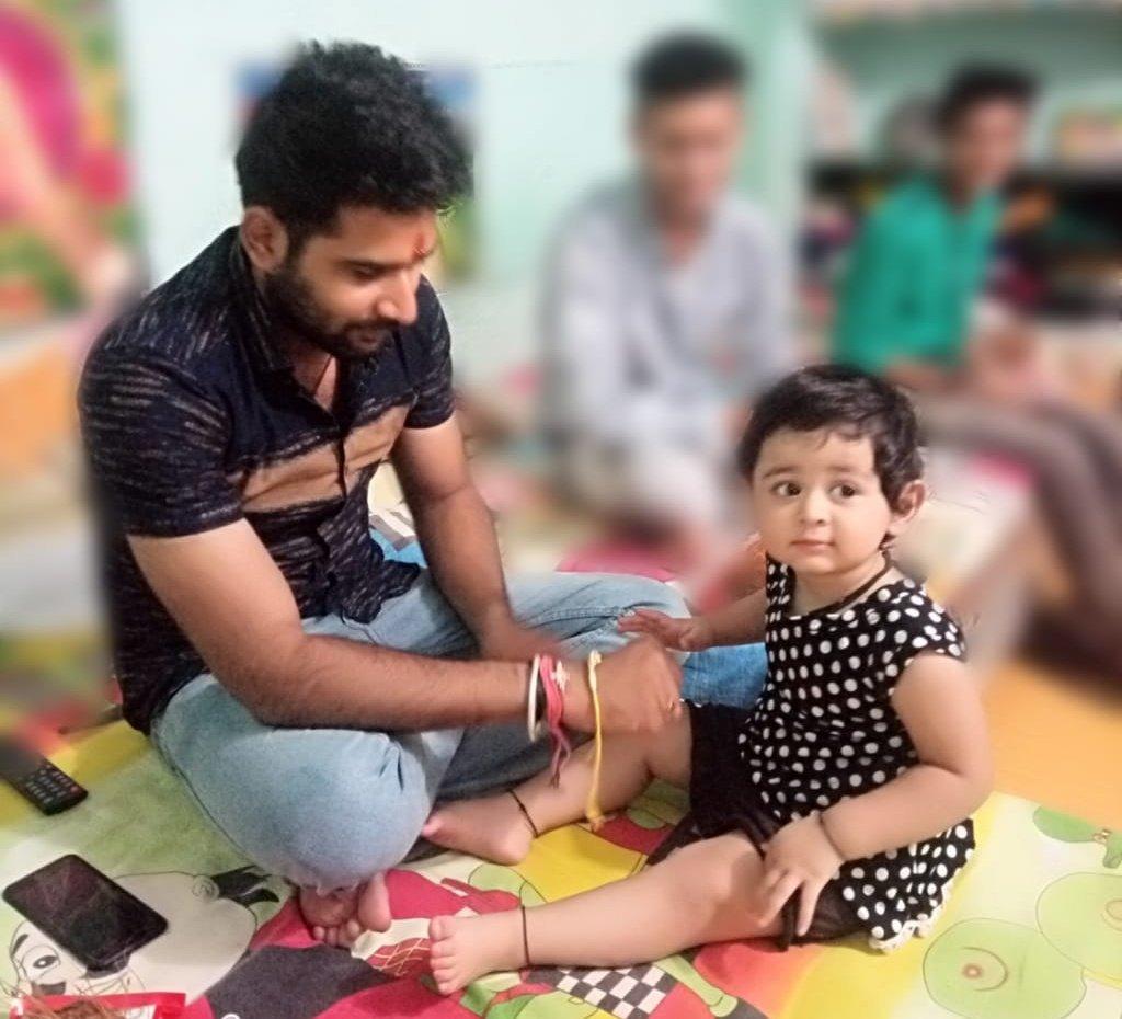 """The  promise of protection"" done by ""MAMUU❤ to BHANJII BHUVI#happyrakshabandhan .....#rakshabandhan #1yeargirl #rakshabandhanspecial #babydollbhuvi #rakhi #bhanji #babygirl #happyrakhi #ashoknagar #chanderi #india #indori #indore_city #love #heart #baby #instadaily"